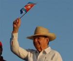 Raúl presiede la sfilata  del Primo Maggio a Santiago di Cuba
