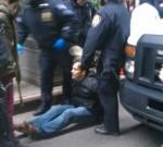 Keith Gessen colpito dalla polizia