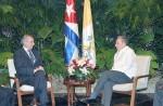 Raul Castro con Alberto Gasbarri, rappresentante del Vaticano
