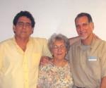 Da sinistra a destra: i fratelli Roberto e Renè Gonzalez, insieme alla madre di entrambe Irma Sehwerert, in una visita al carcere di Marianna, dove Renè è stato prigioniero per 13 anni