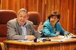 Il Generale dell'Esercito Raul Castro Ruz e Lina Pedraza Rodriguez, ministra di Finanza e dei Prezzi. Foto: Estudios Revolución