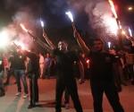 Simpatizzanti di Aurora Dorata, celebrando la vittoria elettorale