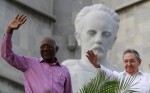 Salvador Valdes Mesa e Raul Castro durante la sfilata per il 1°maggio a L'Avana