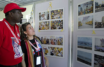 Kenia Serrano, presidentessa dell'Instituto Cubano di Amicizia con i Popoli (ICAP), e Fernando Jaime, rappresentante del Movimento Popolare di Liberazione di Angola (MPLA)