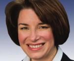 La Senatrice Amy Klobuchar dirige il gruppo bipartitico che ha presentato al Congresso il disegno di legge contro il bloqueo a Cuba
