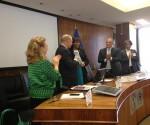 Consegna del certificato al ministro della sanità cubano, Roberto Morales Ojeda