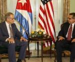 Jeffrey DeLaurentis, a sinistra, e Marcelino Medina, vice ministro degli esteri cubano