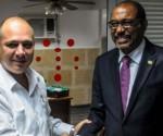 a sinistra, Roberto Morales, ministro cubano della salute, e a destra Michel Sidibé, funzionario ONU