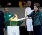 Dilma-Rousseff-con-la-antorcha-olímpica-580x326