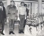 Fidel Castro e l'allora presidente di Angola Josè Eduardo Dos Santos, resero l'ultima guardia di onore agli internazionalisti caduti in terre lontane, il 7 dicembre 1989. Fonte: Granma / sito Fidel Soldato delle Idee.