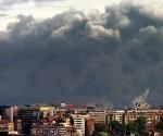L'impianto chimico di Pancevo nella capitale jugoslava, Belgrado, dopo l'attacco aereo della Nato, il 18 aprile del 1999. Foto: Petar Kujundizic/Reuters