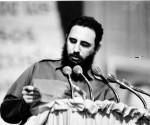 Fidel-lee-la-carta-de-despedida-del-Che-1-580x476